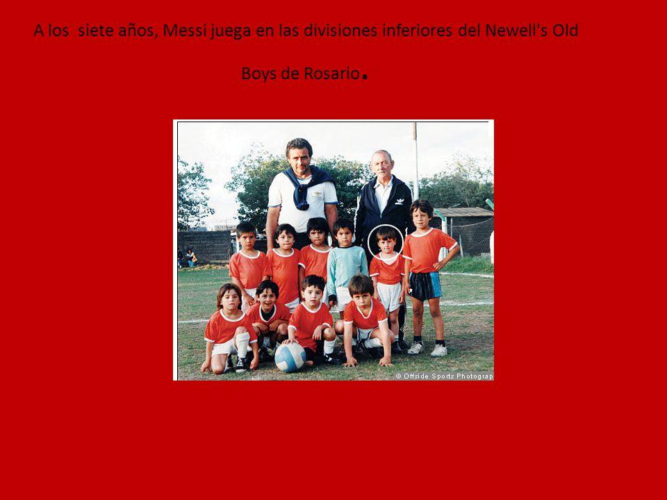 A los siete años, Messi juega en las divisiones inferiores del Newell s Old Boys de Rosario.