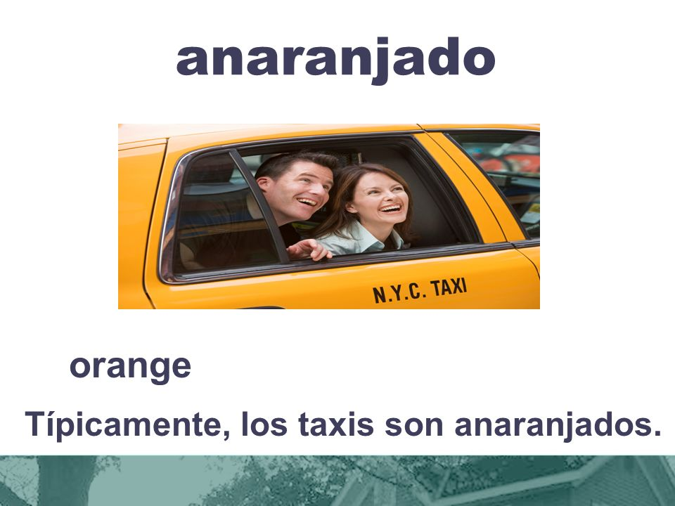 Típicamente, los taxis son anaranjados.