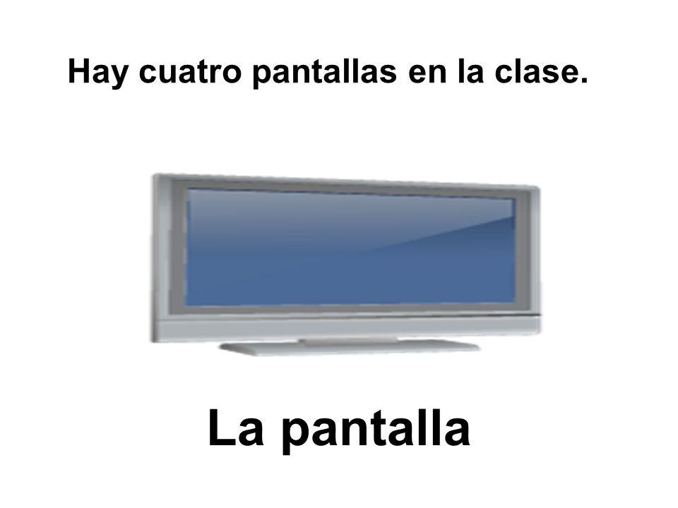 Hay cuatro pantallas en la clase.