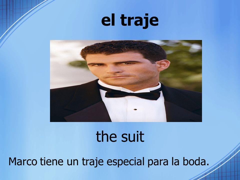 el traje the suit Marco tiene un traje especial para la boda.