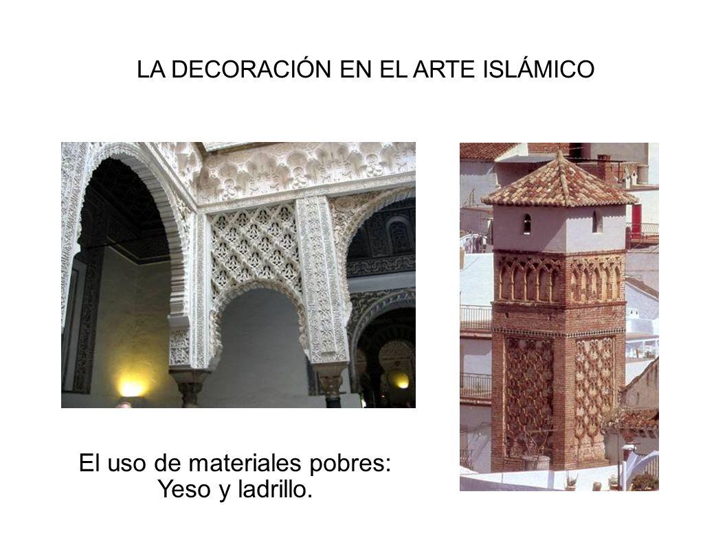 El uso de materiales pobres: Yeso y ladrillo.