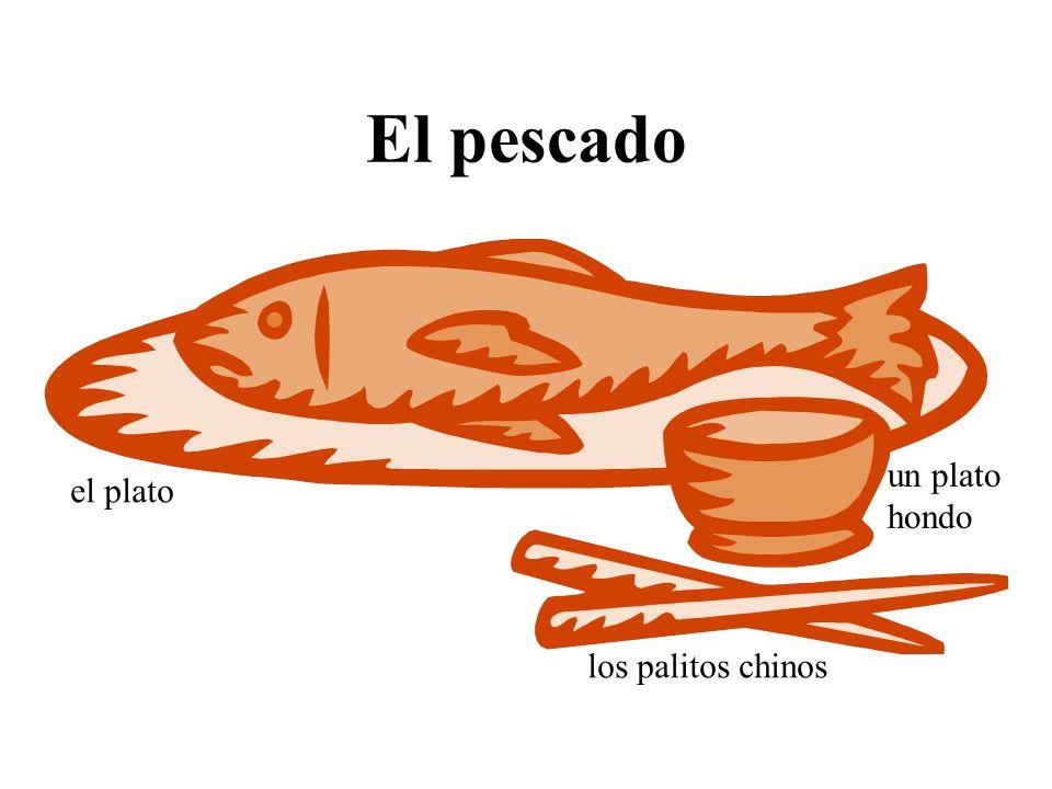 El pescado un plato hondo el plato los palitos chinos