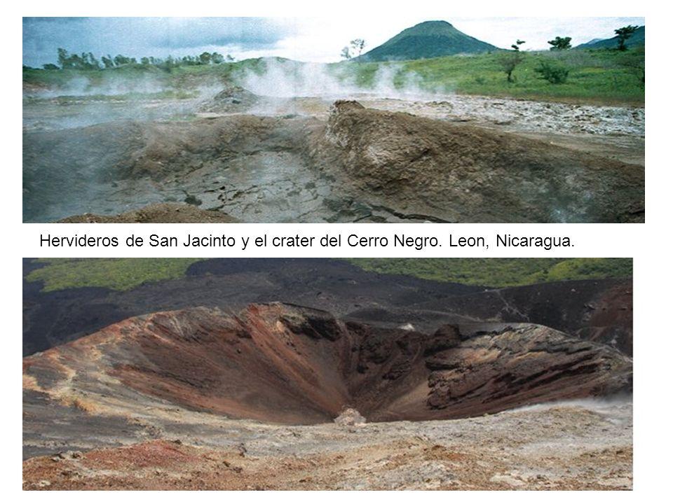 Hervideros de San Jacinto y el crater del Cerro Negro. Leon, Nicaragua.