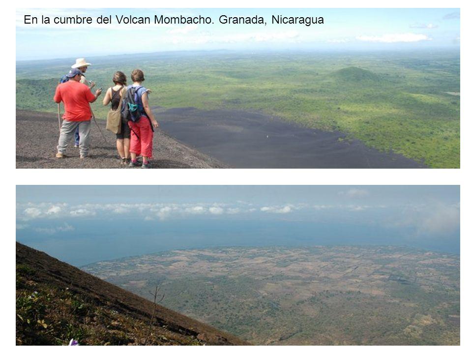 En la cumbre del Volcan Mombacho. Granada, Nicaragua