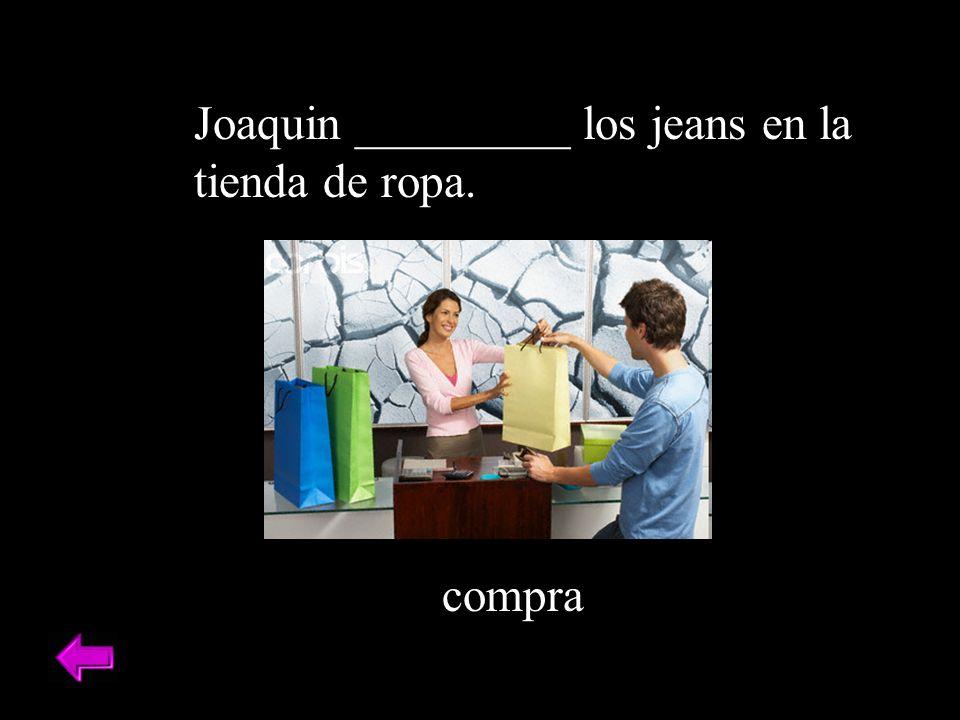 Joaquin _________ los jeans en la