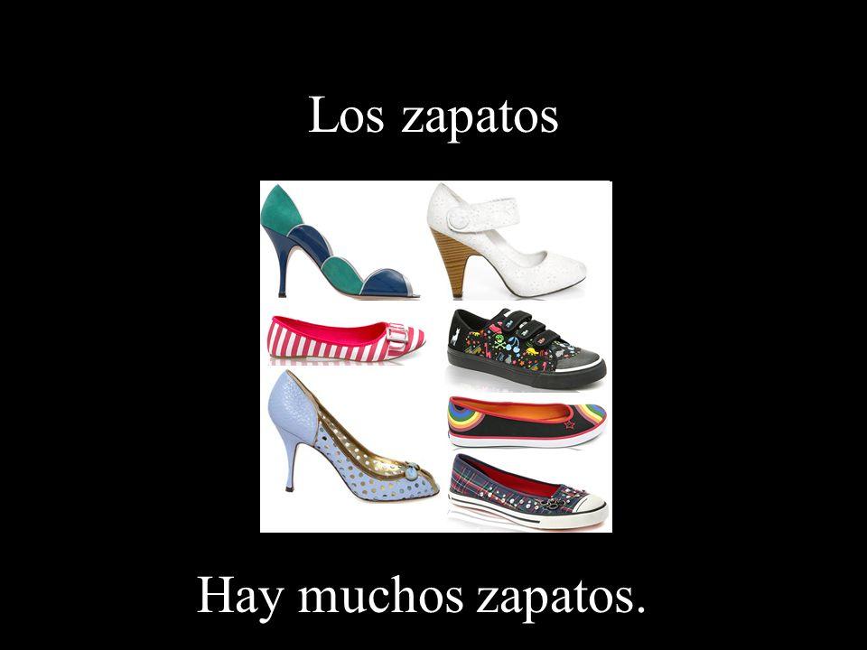 Los zapatos Hay muchos zapatos.