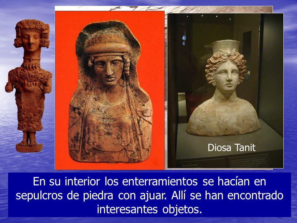 Diosa Tanit En su interior los enterramientos se hacían en sepulcros de piedra con ajuar.