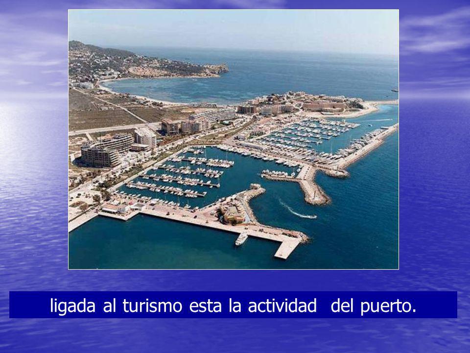 ligada al turismo esta la actividad del puerto.