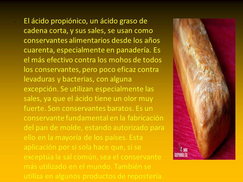 El ácido propiónico, un ácido graso de cadena corta, y sus sales, se usan como conservantes alimentarios desde los años cuarenta, especialmente en panadería.