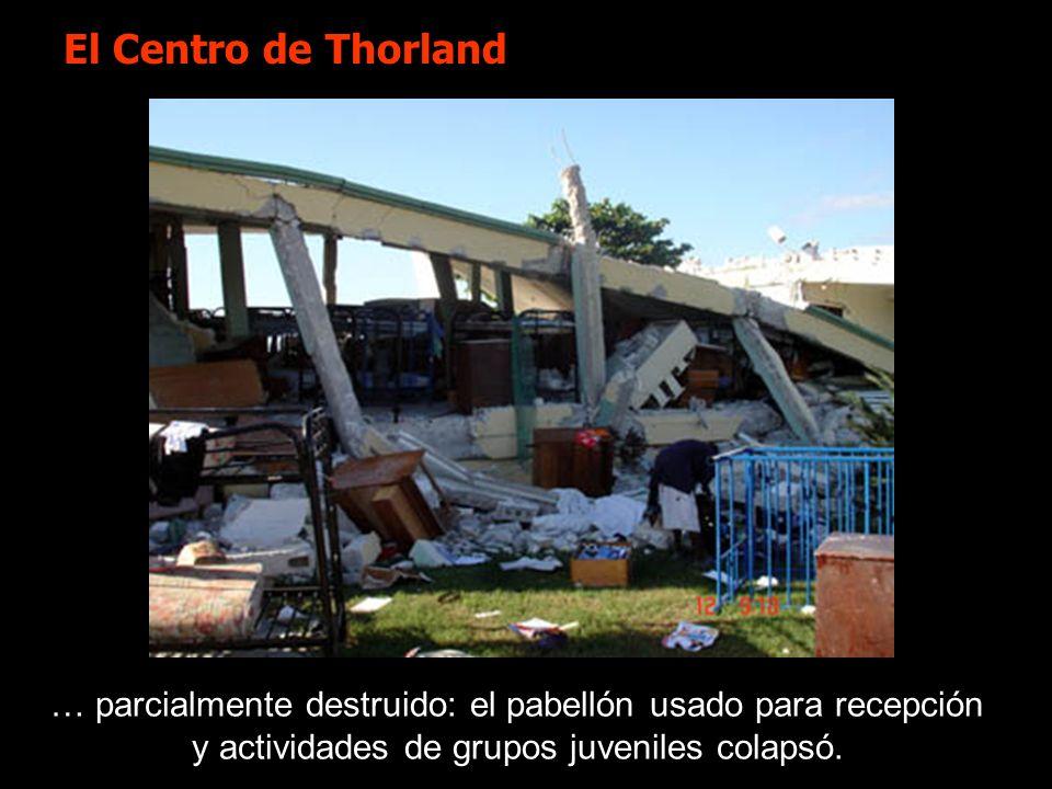 El Centro de Thorland … parcialmente destruido: el pabellón usado para recepción y actividades de grupos juveniles colapsó.