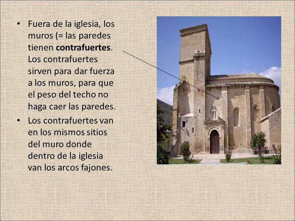 Fuera de la iglesia, los muros (= las paredes tienen contrafuertes