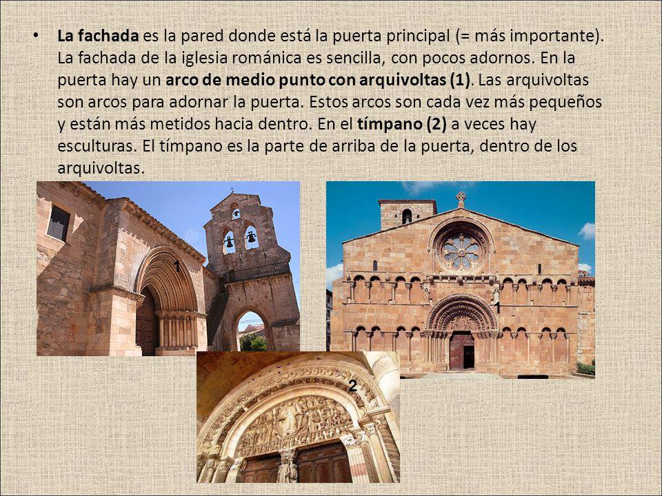 La fachada es la pared donde está la puerta principal (= más importante). La fachada de la iglesia románica es sencilla, con pocos adornos. En la puerta hay un arco de medio punto con arquivoltas (1). Las arquivoltas son arcos para adornar la puerta. Estos arcos son cada vez más pequeños y están más metidos hacia dentro. En el tímpano (2) a veces hay esculturas. El tímpano es la parte de arriba de la puerta, dentro de los arquivoltas.