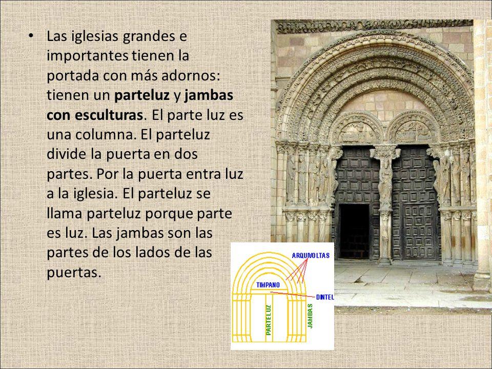 Las iglesias grandes e importantes tienen la portada con más adornos: tienen un parteluz y jambas con esculturas.