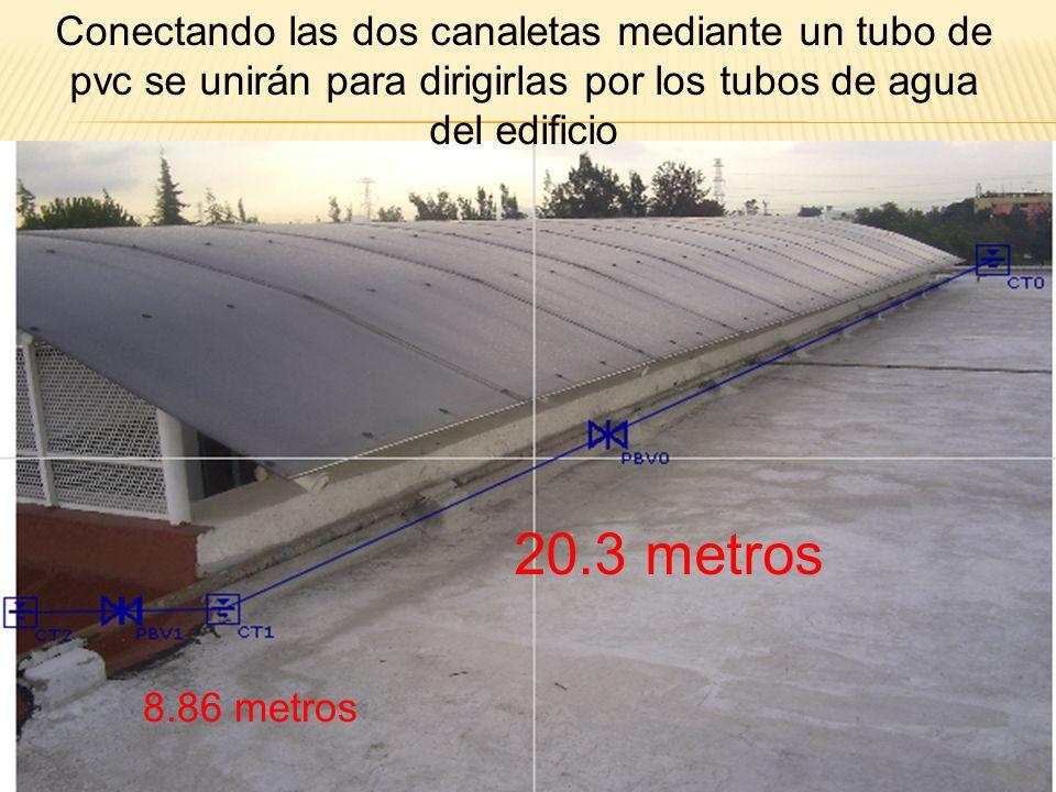 Conectando las dos canaletas mediante un tubo de pvc se unirán para dirigirlas por los tubos de agua del edificio