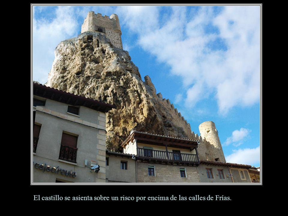 El castillo se asienta sobre un risco por encima de las calles de Frías.