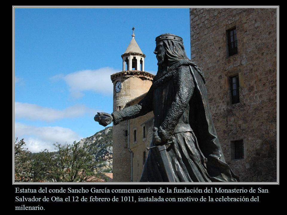 Estatua del conde Sancho García conmemorativa de la fundación del Monasterio de San Salvador de Oña el 12 de febrero de 1011, instalada con motivo de la celebración del milenario.