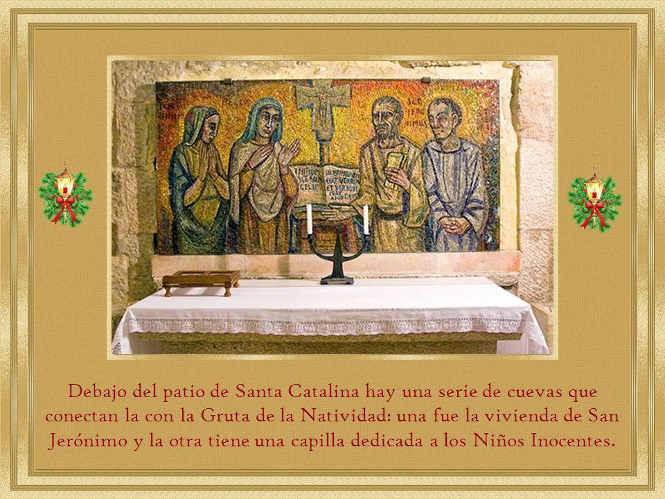 Debajo del patio de Santa Catalina hay una serie de cuevas que conectan la con la Gruta de la Natividad: una fue la vivienda de San Jerónimo y la otra tiene una capilla dedicada a los Niños Inocentes.