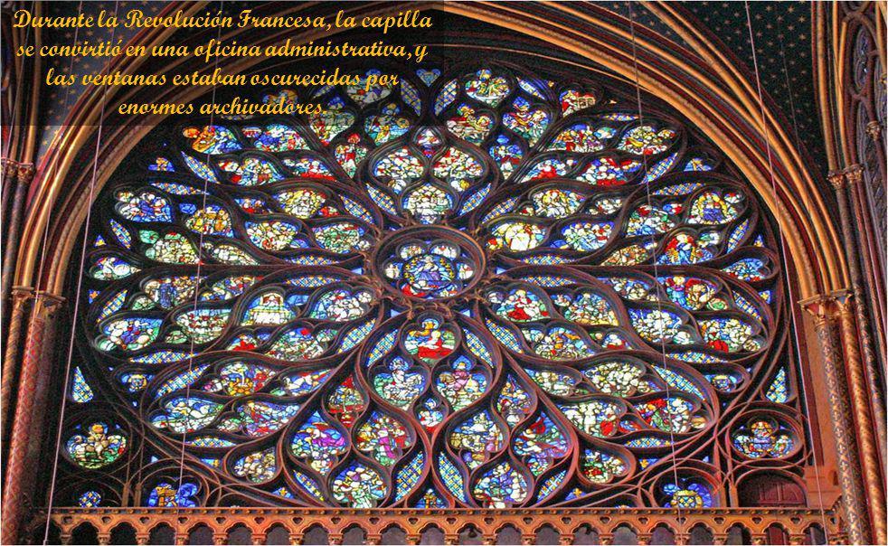 Durante la Revolución Francesa, la capilla se convirtió en una oficina administrativa, y las ventanas estaban oscurecidas por enormes archivadores.