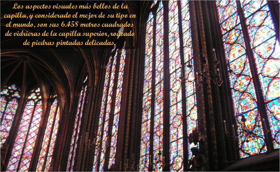 Los aspectos visuales más bellos de la capilla, y considerado el mejor de su tipo en el mundo, son sus 6.458 metros cuadrados de vidrieras de la capilla superior, rodeado de piedras pintadas delicadas..