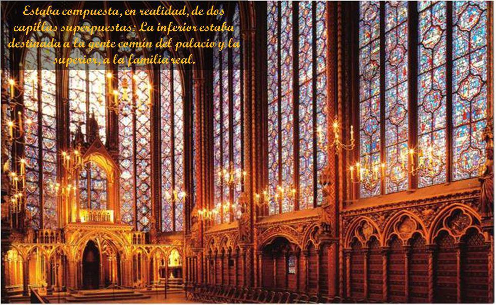 Estaba compuesta, en realidad, de dos capillas superpuestas: La inferior estaba destinada a la gente común del palacio y la superior, a la familia real.