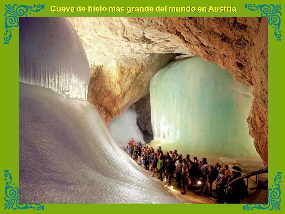 Cueva de hielo más grande del mundo en Austria
