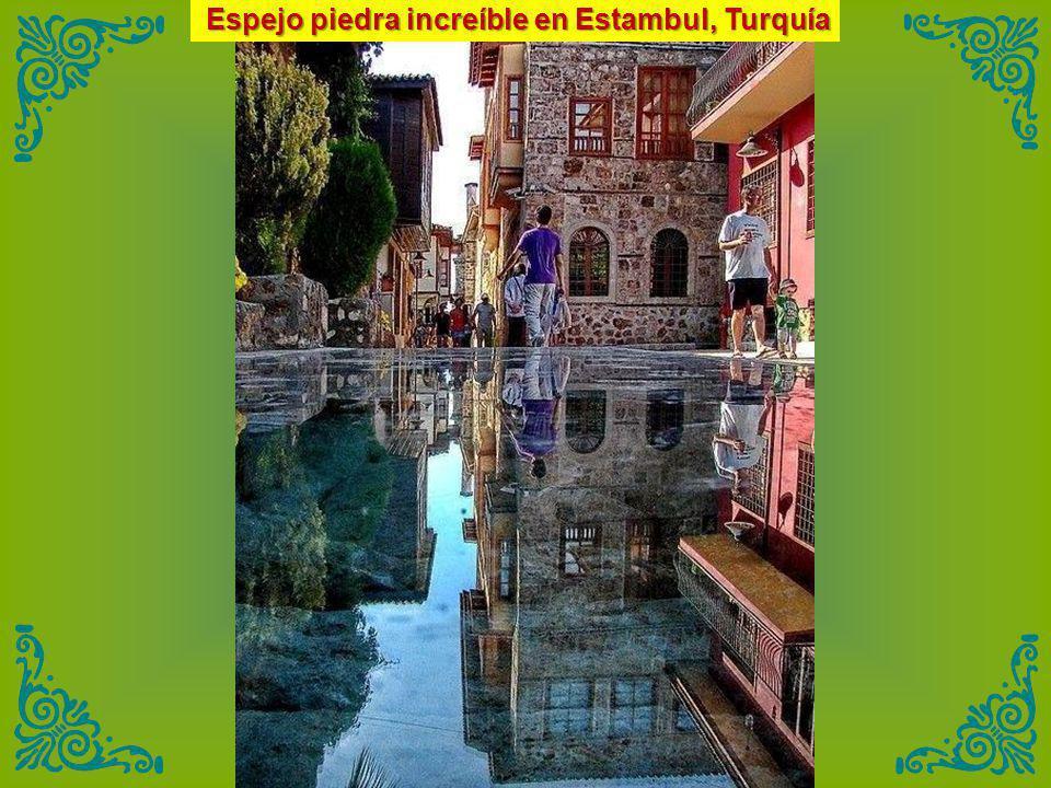 Espejo piedra increíble en Estambul, Turquía
