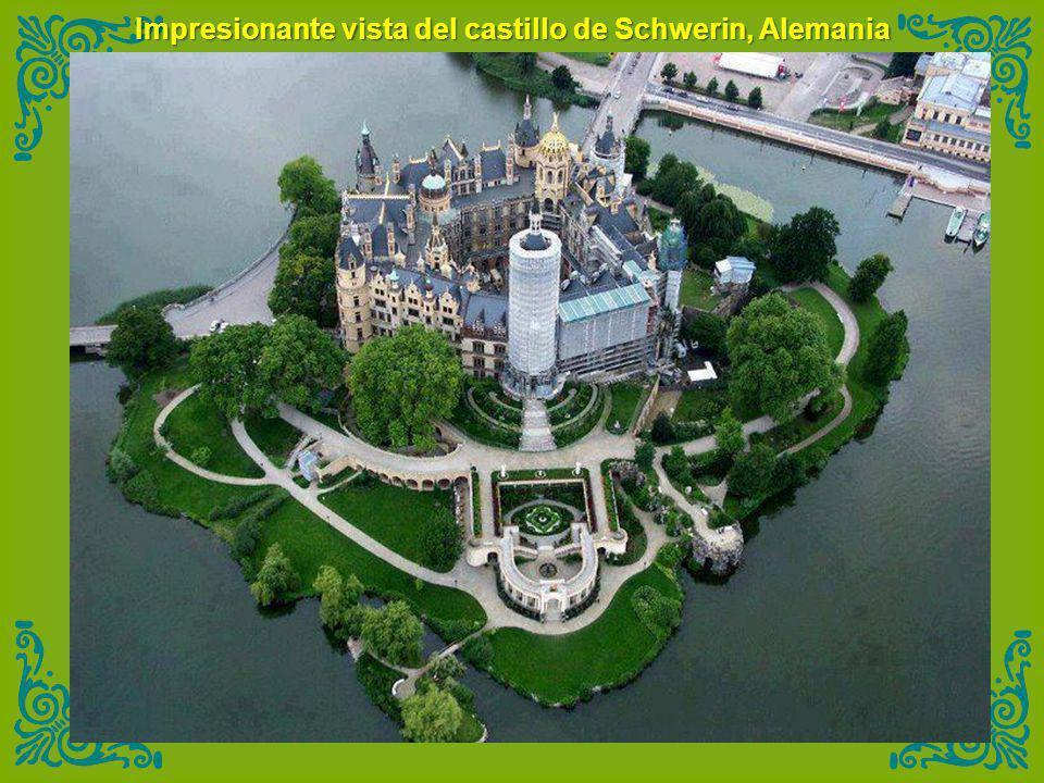 Impresionante vista del castillo de Schwerin, Alemania
