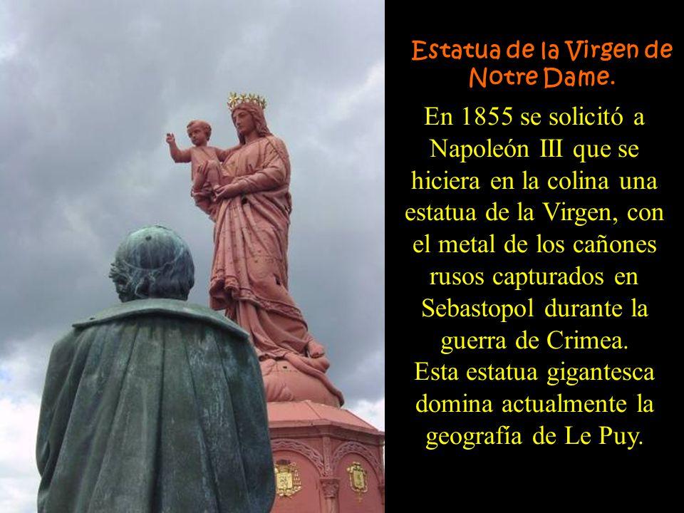 Esta estatua gigantesca domina actualmente la geografía de Le Puy.