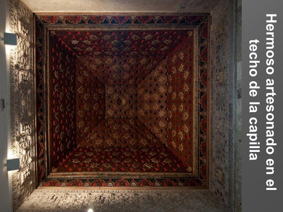 Hermoso artesonado en el techo de la capilla