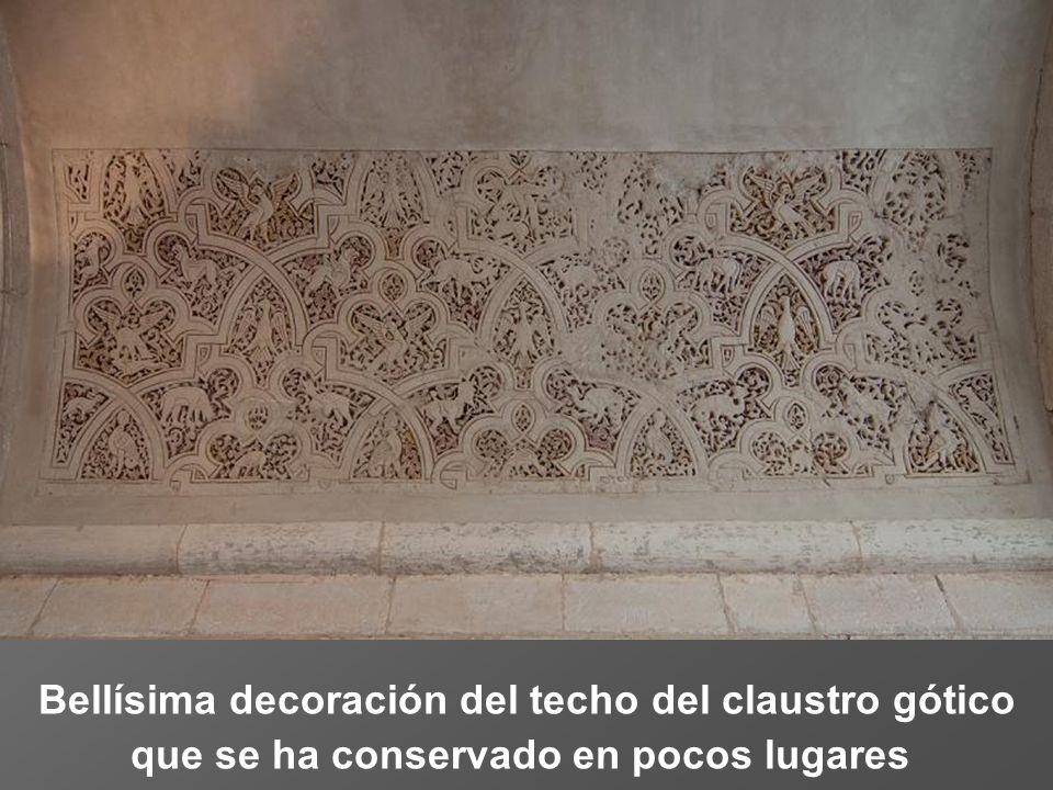 Bellísima decoración del techo del claustro gótico que se ha conservado en pocos lugares