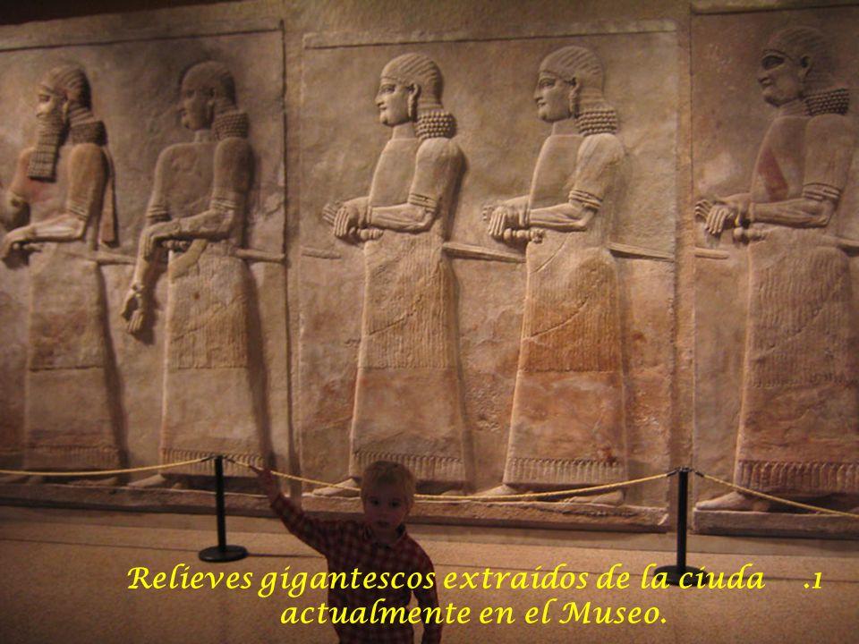 Relieves gigantescos extraídos de la ciuda actualmente en el Museo.