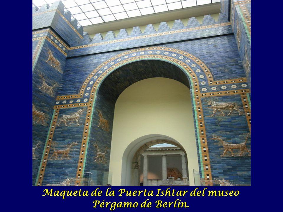 Maqueta de la Puerta Ishtar del museo Pérgamo de Berlín.
