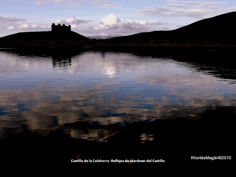 Castillo de la Calahorra -Reflejos de atardecer del Castillo