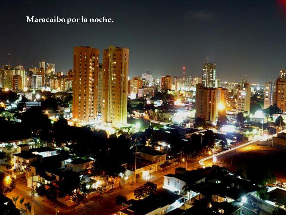 Maracaibo por la noche.