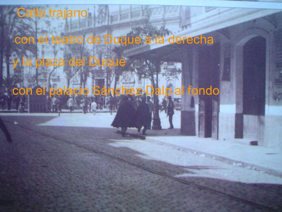 Calle trajano con el teatro de Duque a la derecha.
