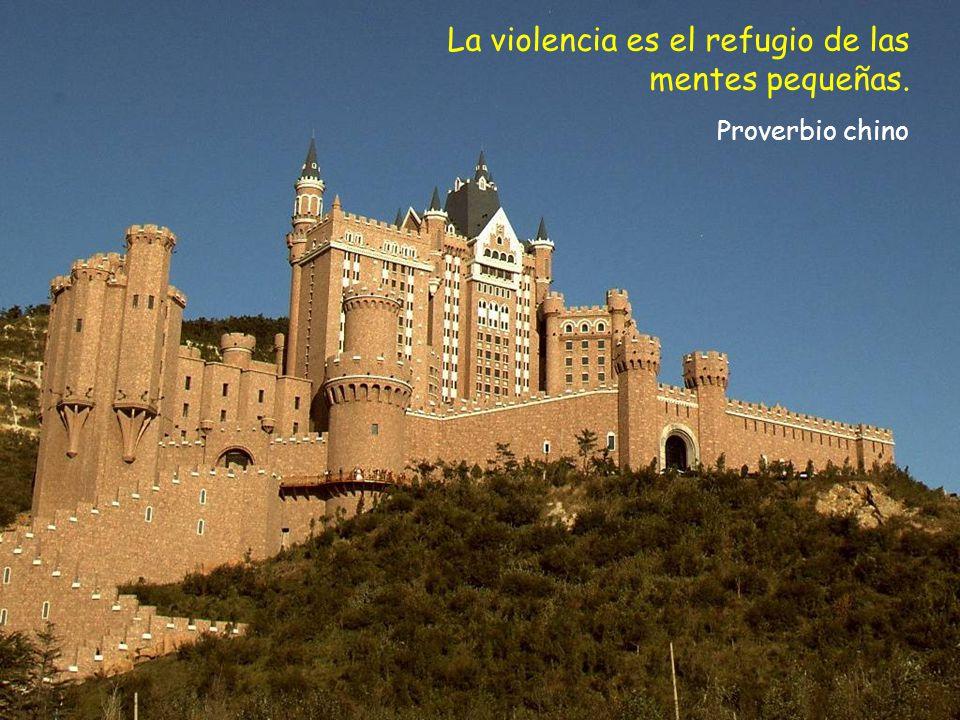 La violencia es el refugio de las mentes pequeñas.
