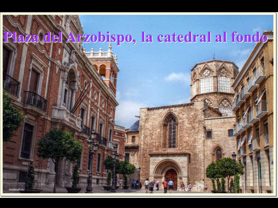 Plaza del Arzobispo, la catedral al fondo