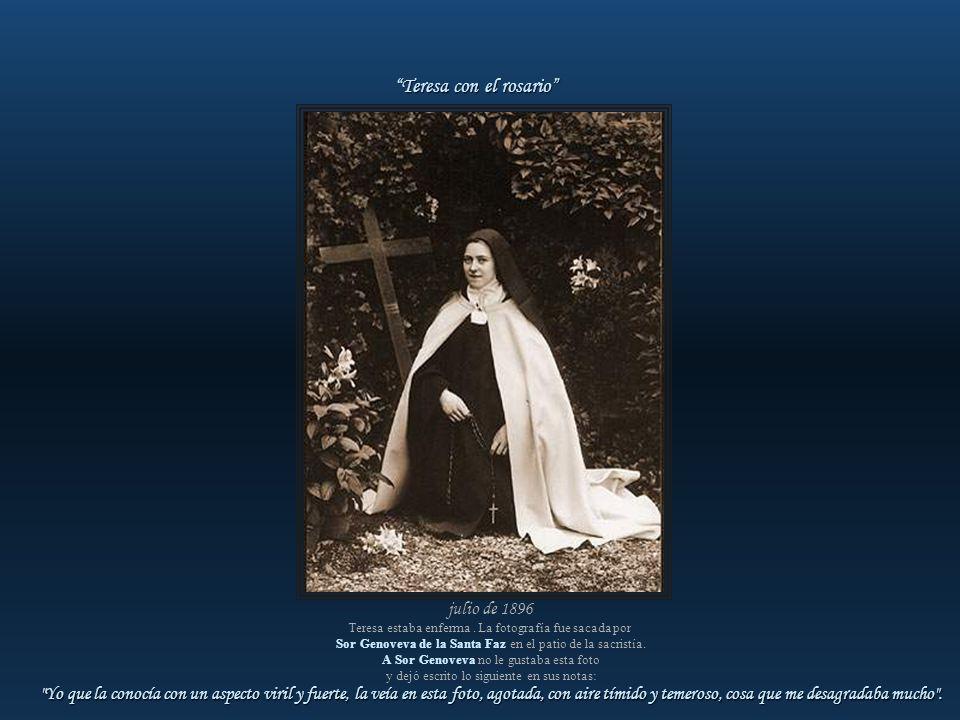Teresa con el rosario