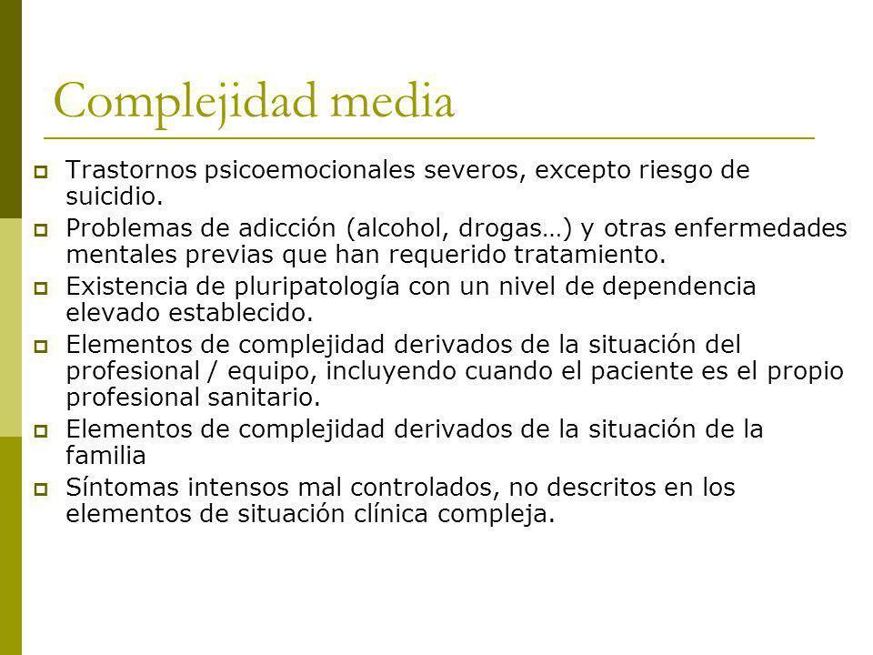 Complejidad media Trastornos psicoemocionales severos, excepto riesgo de suicidio.