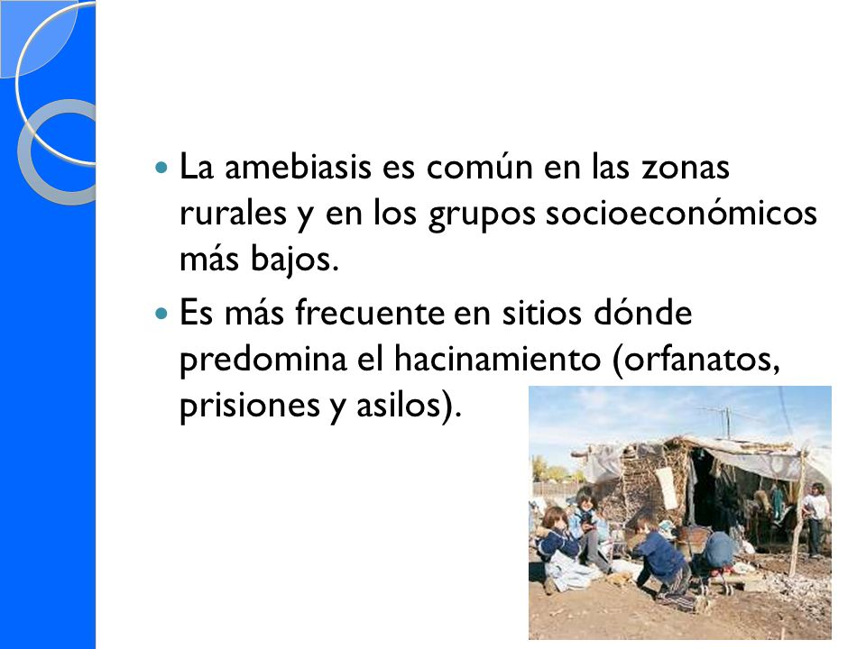La amebiasis es común en las zonas rurales y en los grupos socioeconómicos más bajos.