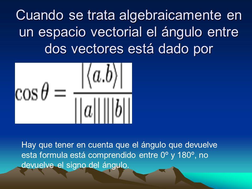 Cuando se trata algebraicamente en un espacio vectorial el ángulo entre dos vectores está dado por