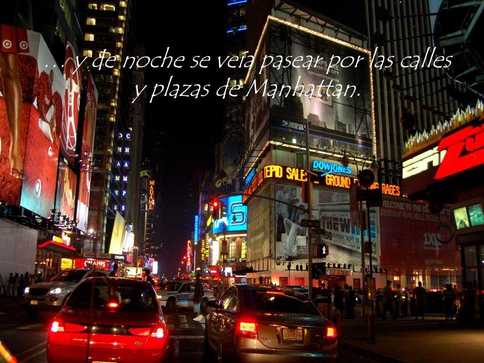 … y de noche se veía pasear por las calles y plazas de Manhattan.