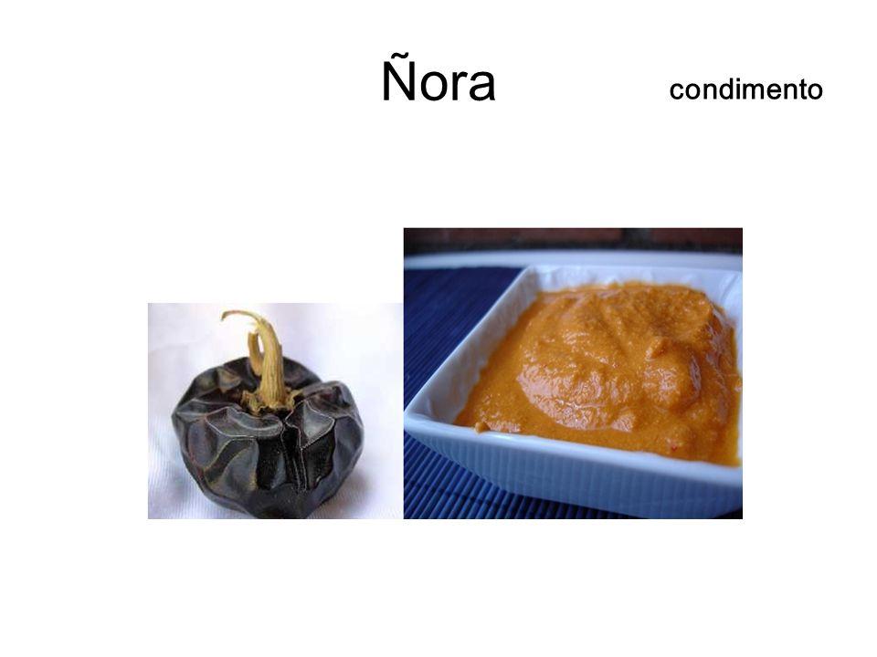 Ñora condimento. ñora(뇨라)는 Alicante와 Murcia(이베리코 하몬의 집산지!)지방에서 생산되며 계란후라이나 샐러드의 향신료로.