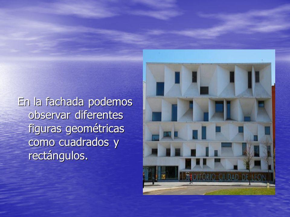En la fachada podemos observar diferentes figuras geométricas como cuadrados y rectángulos.