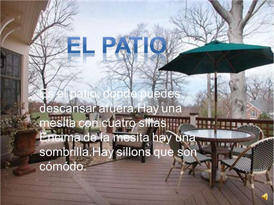 EL patio Es el patio, donde puedes descansar afuera.Hay una mesita con cuatro sillas.