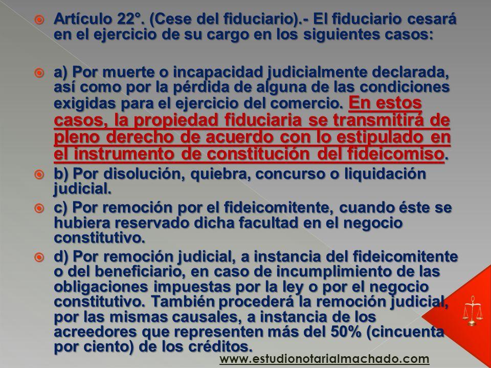 b) Por disolución, quiebra, concurso o liquidación judicial.