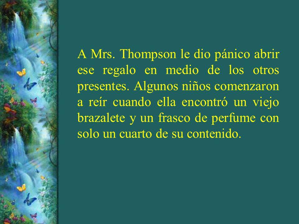 A Mrs. Thompson le dio pánico abrir ese regalo en medio de los otros presentes.