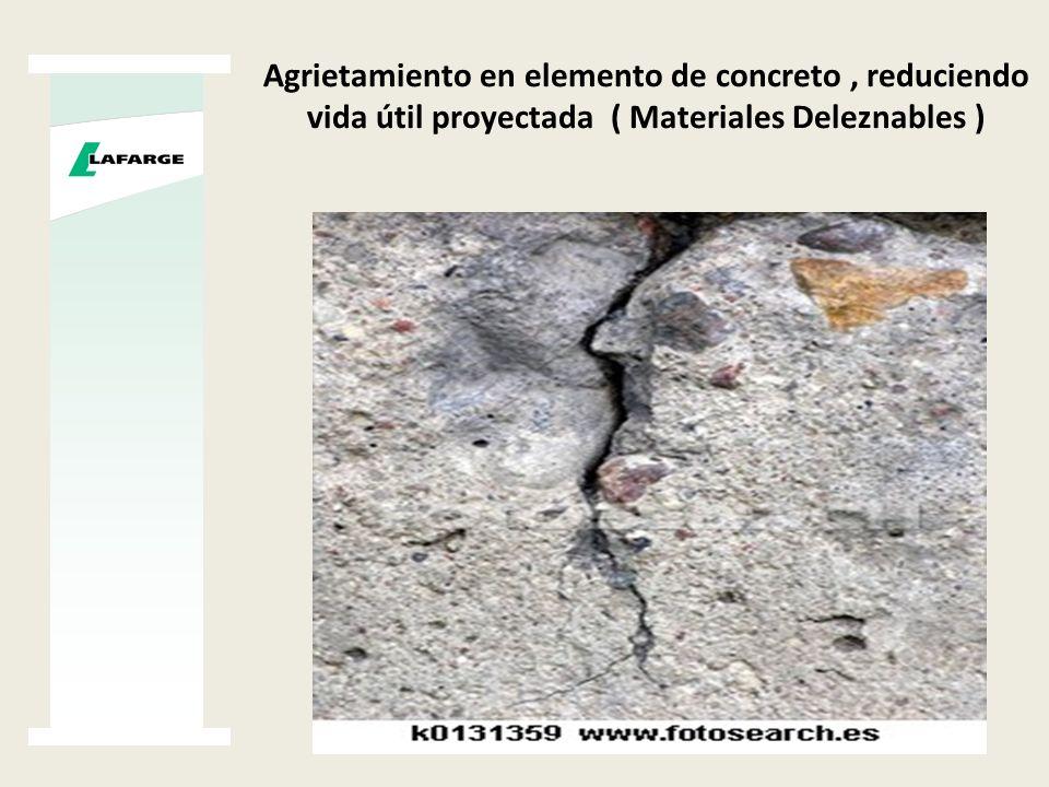 Agrietamiento en elemento de concreto , reduciendo vida útil proyectada ( Materiales Deleznables )