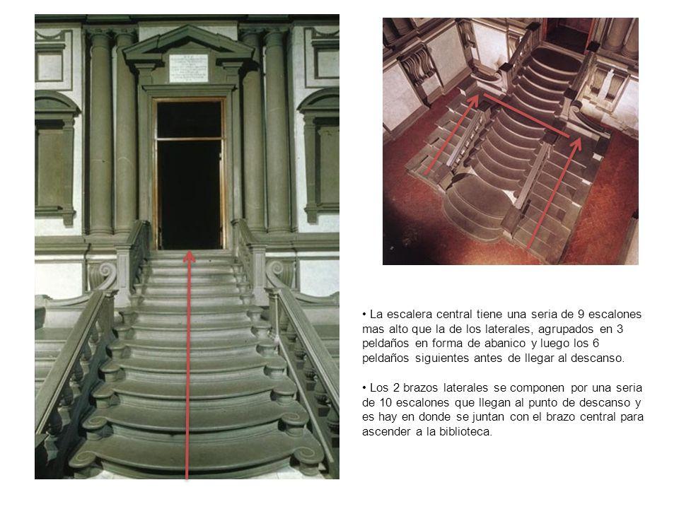 La escalera central tiene una seria de 9 escalones mas alto que la de los laterales, agrupados en 3 peldaños en forma de abanico y luego los 6 peldaños siguientes antes de llegar al descanso.