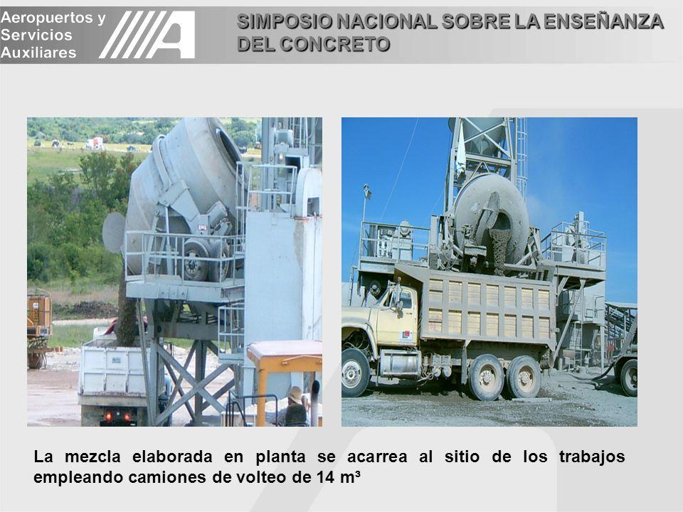 La mezcla elaborada en planta se acarrea al sitio de los trabajos empleando camiones de volteo de 14 m³